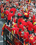 MADRID, Spain (12/07/2010).- Spain's National team celebrates victory ay South Africa world Cup with supporters all over Madrid...Photo: Adrian / ALFAQUI