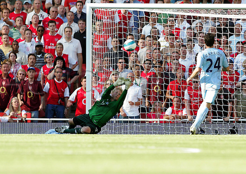 25 August 2007: Manchester City goalkeeper Kasper Schmeichel make a save during the Premier League game between Arsenal and Man City, played at The Emirates Stadium. Arsenal won the match 1-0. Photo: Actionplus....070825 football soccer player premiership saving keeper