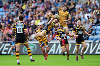 Jimmy Gopperth of Wasps competes with Jordan Williams of Bristol Rugby for the ball in the air. Aviva Premiership match, between Wasps and Bristol Rugby on September 18, 2016 at the Ricoh Arena in Coventry, England. Photo by: Patrick Khachfe / JMP