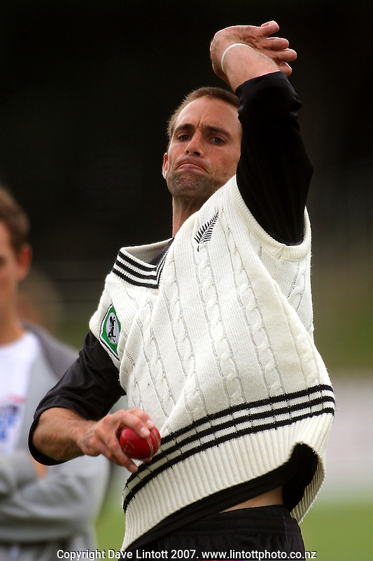 Grant Elliott bowls during the Black Caps nets practice in the build-up for the National Bank Test Match Series second test between New Zealand Black Caps and England at the Allied Prime Basin Reserve,Wellington, New Zealand on Tuesday, 11 March 2008. Photo: Dave Lintott / lintottphoto.co.nz