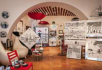 Frankreich, Provence-Alpes-Côte d'Azur, Mougins: Galerie Martins Lovers im Ortszentrum | France, Provence-Alpes-Côte d'Azur, Mougins: Gallery Martins Lovers in village centre