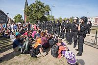 Protest gegen Nazidemonstration in Frankfurt an der Oder.<br /> Mehrere hundert Menschen protestierten am Samstag den 3. September 2016 in Frankfurt an der Oder gegen eine Demonstration von ca. 150 Nazis aus Berlin und Brandenburg. Einige Personen versuchten mit Sitzblockaden die Demonstration zu verhindern, die Polizei fuehrte die Nazis jedoch an den Blockierern vorbei. Vereinzelt wurden Personen, die versuchten die Demonstrationsroute zu blockieren, von der Polizei mit Tritten und Schlagstockeinsatz von der Strasse vertrieben.<br /> 3.9.2016, Frankfurt an der Oder<br /> Copyright: Christian-Ditsch.de<br /> [Inhaltsveraendernde Manipulation des Fotos nur nach ausdruecklicher Genehmigung des Fotografen. Vereinbarungen ueber Abtretung von Persoenlichkeitsrechten/Model Release der abgebildeten Person/Personen liegen nicht vor. NO MODEL RELEASE! Nur fuer Redaktionelle Zwecke. Don't publish without copyright Christian-Ditsch.de, Veroeffentlichung nur mit Fotografennennung, sowie gegen Honorar, MwSt. und Beleg. Konto: I N G - D i B a, IBAN DE58500105175400192269, BIC INGDDEFFXXX, Kontakt: post@christian-ditsch.de<br /> Bei der Bearbeitung der Dateiinformationen darf die Urheberkennzeichnung in den EXIF- und  IPTC-Daten nicht entfernt werden, diese sind in digitalen Medien nach §95c UrhG rechtlich geschuetzt. Der Urhebervermerk wird gemaess §13 UrhG verlangt.]