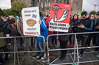 Protest gegen eine AfD-Wahlkampfkundgebung in Magdeburg.<br /> 13.9.2017, Magdeburg<br /> Copyright: Christian-Ditsch.de<br /> [Inhaltsveraendernde Manipulation des Fotos nur nach ausdruecklicher Genehmigung des Fotografen. Vereinbarungen ueber Abtretung von Persoenlichkeitsrechten/Model Release der abgebildeten Person/Personen liegen nicht vor. NO MODEL RELEASE! Nur fuer Redaktionelle Zwecke. Don't publish without copyright Christian-Ditsch.de, Veroeffentlichung nur mit Fotografennennung, sowie gegen Honorar, MwSt. und Beleg. Konto: I N G - D i B a, IBAN DE58500105175400192269, BIC INGDDEFFXXX, Kontakt: post@christian-ditsch.de<br /> Bei der Bearbeitung der Dateiinformationen darf die Urheberkennzeichnung in den EXIF- und  IPTC-Daten nicht entfernt werden, diese sind in digitalen Medien nach §95c UrhG rechtlich geschuetzt. Der Urhebervermerk wird gemaess §13 UrhG verlangt.]