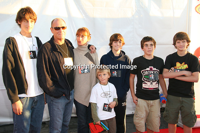 Corbin Bernsen, Amanda Pays &amp; kids<br />