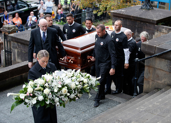25.09.2018 Funeral service for Fernando Ricksen: Pallbearers with Fernando's coffin