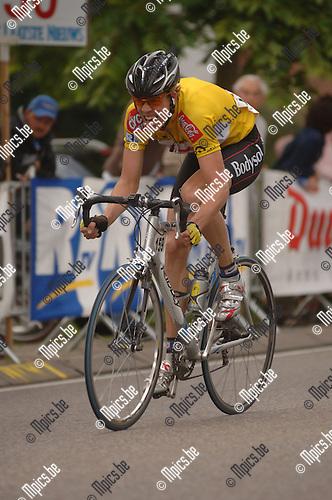 Slotrit Ronde van Antwerpen Elites zc: Maarten Neyens in het geel.