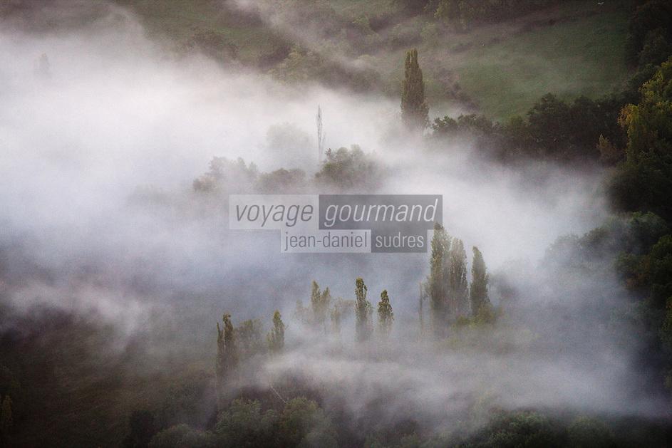Europe/Europe/France/Midi-Pyrénées/46/Lot/Loubressac:   brumes matinales de la vallée de la Dordogne- Vue aérienne