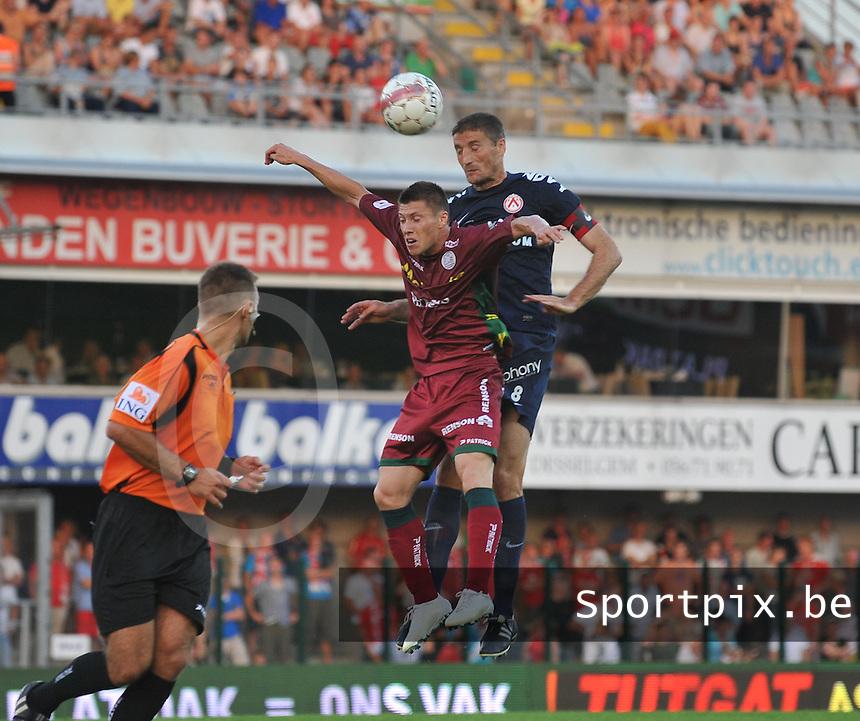 SV Zulte-Waregem - KV Kortrijk : Nebojsa Pavlovic klimt hoger dan Jonathan Delaplace.foto VDB / BART VANDENBROUCKE