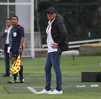 BOGOTÁ -COLOMBIA-28-ABRIL-2016. Jose Fernando Santa director técnico del  Huila en acción  contra Fortaleza FC durante partido por la fecha 15 de Liga Águila I 2016 jugado en el estadio Metropolitano de Techo de Bogotá./Jose Fernando Santa coach  of  Huila  in actions  against Fortaleza FC during the match for the date 15 of the Aguila League I 2016 played at Metroplitano de Techo stadium in Bogota. Photo: VizzorImage / Felipe Caicedo / Staff
