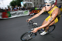 20 AUG 2005 - LAUSANNE, SWITZERLAND - Axel Zeebroek (BEL) - Elite Mens European Triathlon Championships. (PHOTO (C) NIGEL FARROW)