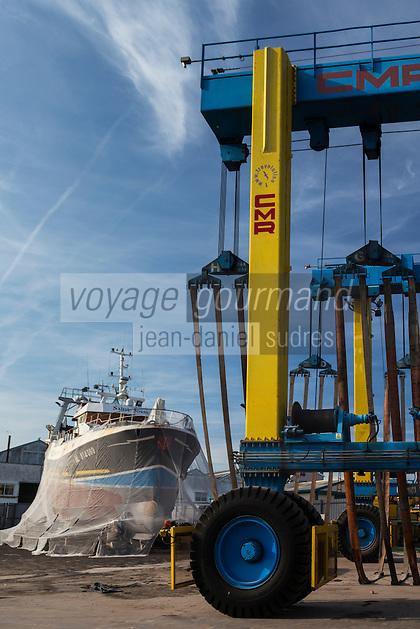 France, Pas-de-Calais (62), Côte d'Opale, Boulogne-sur-Mer, Port de pêche, chantier naval //  France, Pas de Calais, Cote d'Opale (Opal Coast) Boulogne sur Mer,fishing port, shipyard