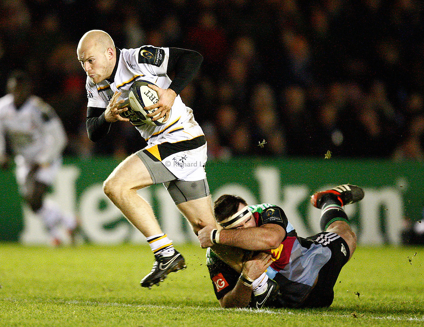 Photo: Richard Lane/Richard Lane Photography. Harlequins v Wasps.  European Rugby Champions Cup. 17/01/2015. Wasps' Joe Simpson breaks for a try.