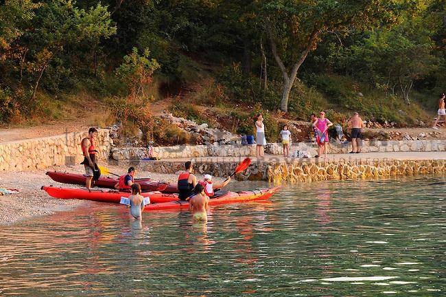 Kiesel Strand, Strand, gravel beach, beach, Glavotok, Krk Island, Dalmatia, Croatia. Insel Krk, Dalmatien, Kroatien. Krk is a Croatian island in the northern Adriatic Sea, located near Rijeka in the Bay of Kvarner and part of the Primorje-Gorski Kotar county. Krk ist mit 405,22 qkm nach Cres die zweitgroesste Insel in der Adria. Sie gehoert zu Kroatien und liegt in der Kvarner-Bucht suedoestlich von Rijeka.