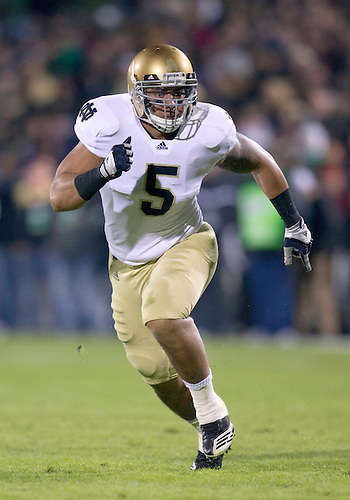 October 01, 2011:  Notre Dame inside linebacker Manti Te'o (#5) in pursuit of ball carrier during NCAA Football game action between the Notre Dame Fighting Irish and the Purdue Boilermakers at Ross-Ade Stadium in West Lafayette, Indiana.  Notre Dame defeated Purdue 38-10.