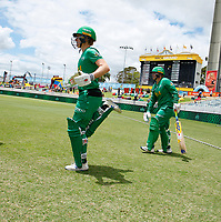 3rd November 2019; Western Australia Cricket Association Ground, Perth, Western Australia, Australia; Womens Big Bash League Cricket, Sydney Sixers verus Melbourne Stars; Elyse Villani of the Melbourne Stars runs onto the field to open the innings for the Stars - Editorial Use