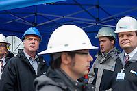 Erkundungsbohrung der Bayerngas GmbH im brandenburgischen Reudnitz.<br /> Die Bayerngas GmbH vermutet hier ein Erdgasvorkommen von bis zu 10 Milliarden Kubikmetern. Die Erkundungsbohrung soll bis zum Oktober 2014 laufen.<br /> Der Brandenburgische Wirtschaftsminister Ralf Christoffers, links im Bild (Linkspartei) besuchte am Dienstag den 26.8.2014 die Bohrstelle.<br /> 26.8.2014, Reudnitz/Brandenburg<br /> Copyright: Christian-Ditsch.de<br /> [Inhaltsveraendernde Manipulation des Fotos nur nach ausdruecklicher Genehmigung des Fotografen. Vereinbarungen ueber Abtretung von Persoenlichkeitsrechten/Model Release der abgebildeten Person/Personen liegen nicht vor. NO MODEL RELEASE! Don't publish without copyright Christian-Ditsch.de, Veroeffentlichung nur mit Fotografennennung, sowie gegen Honorar, MwSt. und Beleg. Konto: I N G - D i B a, IBAN DE58500105175400192269, BIC INGDDEFFXXX, Kontakt: post@christian-ditsch.de<br /> Urhebervermerk wird gemaess Paragraph 13 UHG verlangt.]
