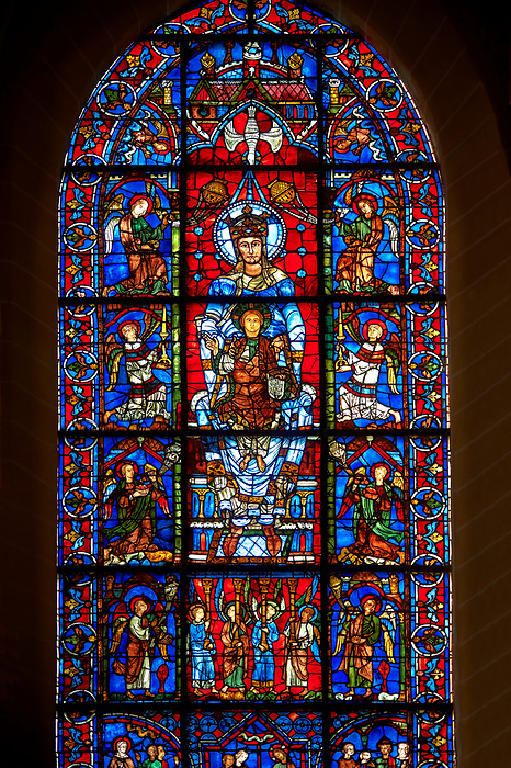 Pictures of Chatres Cathedral Stained Glass, France ...