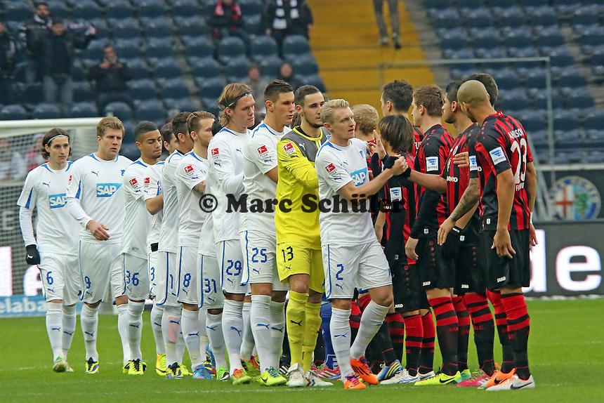 Mannschaften begrüßen sich - Eintracht Frankfurt vs. TSG 1899 Hoffenheim, Commerzbank Arena