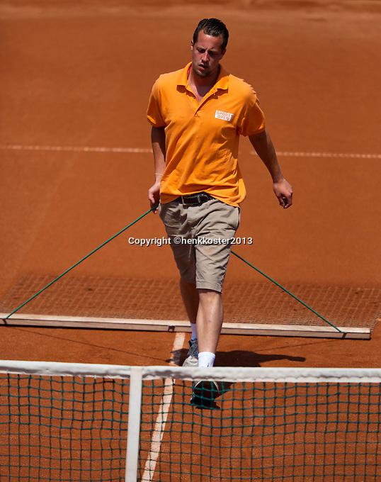 09-07-13, Netherlands, Scheveningen,  Mets, Tennis, Sport1 Open, day two, court maintenance<br /> <br /> <br /> Photo: Henk Koster