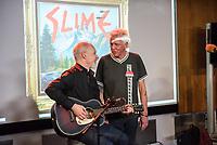 Die Punk-Band Slime spielte am Dienstag den 27. September 2017 in der Dachlounge des Berliner Radiosender &quot;radio1&quot;. Anlass war das Erscheinen der Platte &quot;Hier und jetzt&quot; am 29. September 2017.<br /> Im Bild vlnr.: Slime-Gitarrist Christian Mevs und Slime-Saenger Dirk Jora.<br /> 27.9.2017, Berlin<br /> Copyright: Christian-Ditsch.de<br /> [Inhaltsveraendernde Manipulation des Fotos nur nach ausdruecklicher Genehmigung des Fotografen. Vereinbarungen ueber Abtretung von Persoenlichkeitsrechten/Model Release der abgebildeten Person/Personen liegen nicht vor. NO MODEL RELEASE! Nur fuer Redaktionelle Zwecke. Don't publish without copyright Christian-Ditsch.de, Veroeffentlichung nur mit Fotografennennung, sowie gegen Honorar, MwSt. und Beleg. Konto: I N G - D i B a, IBAN DE58500105175400192269, BIC INGDDEFFXXX, Kontakt: post@christian-ditsch.de<br /> Bei der Bearbeitung der Dateiinformationen darf die Urheberkennzeichnung in den EXIF- und  IPTC-Daten nicht entfernt werden, diese sind in digitalen Medien nach &sect;95c UrhG rechtlich geschuetzt. Der Urhebervermerk wird gemaess &sect;13 UrhG verlangt.]