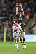 2nd December 2017, Rioch Arena, Coventry, England; Aviva Premiership rugby, Wasps versus Leicester; George Ford of Leicester Tigers manages to kick the ball over the Wasps player
