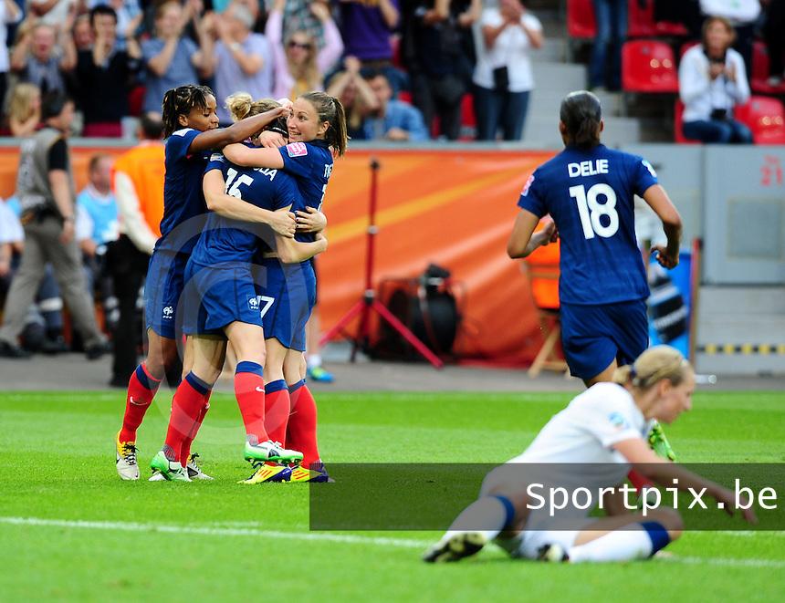 Fifa Women's World Cup Germany 2011 : England - France - at Leverkusen : vreugde bij Elodie Thomis , Laure Lepailleur en Gaetane Thiney.foto DAVID CATRY / Vrouwenteam.be