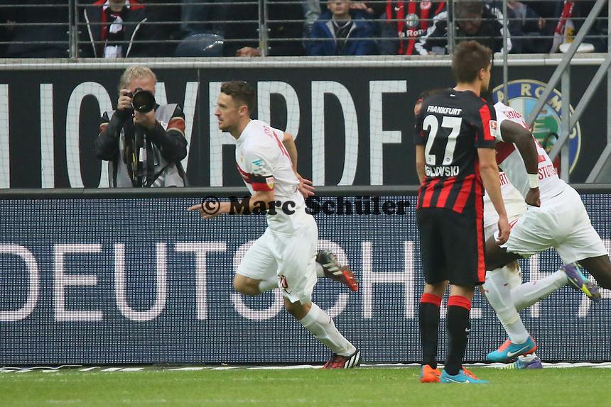 Christian Gentner (VfB) erzielt das 4:5 und jubelt - Eintracht Frankfurt vs. VfB Stuttgart, Commerzbank Arena