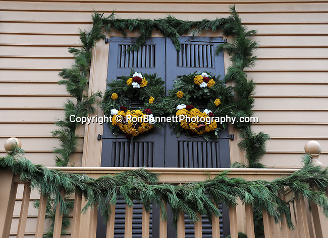 """Christmas wreath on door Colonial Williamsburg Virgnia, wreath, door, wreath on door, Colonial Williamsburg Virginia is historic district 1699 to 1780 which made colonial Virgnia's Capitol, for most of the 18th century Williamsburg was the center of government education and culture in Colony of Virginia, George Washington, Thomas Jefferson, Patrick Henry, James Monroe, James Madison, George Wythe, Peyton Randolph, and others molded democracy in the Commonwealth of Virginia and the United States, Motto of Colonial Williamsburg is """"The furture may learn from the past,"""" Colonial Williamsburg Virginia,Colonial Williamsburg Virginia, American Revolution Virginia Colony, James River, York River, Middle Plantation, Jamestown, Yorktown, 1607, Native American, Powhatan Confederacy, House of Burgesses, William and Mary,"""