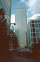 London Docklands:   Canary Wharf.  One Canada Square. Completed in 1991 with a pyramid roof.  Architect Cesar Pelli.  Photo 2005.