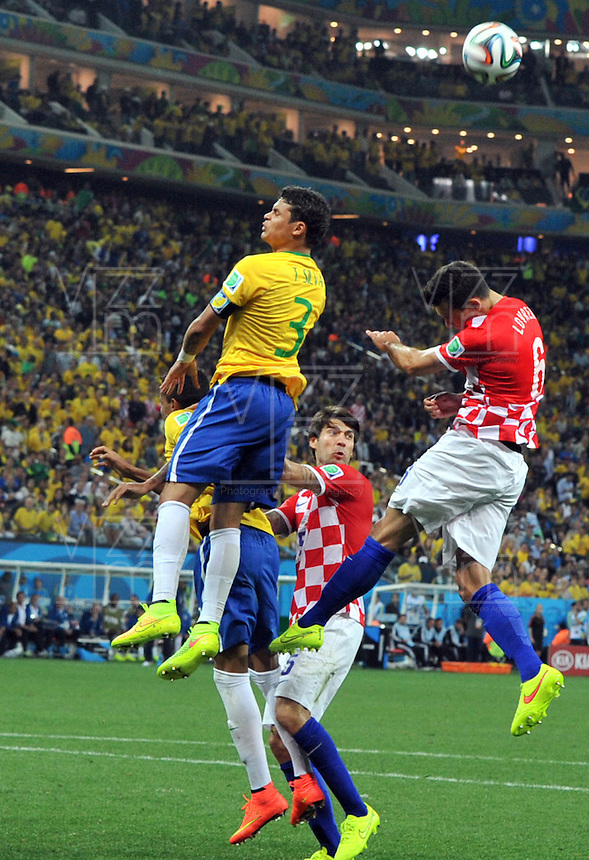 SAO PAULO - BRASIL -12-06-2014. Silva   (Izq) jugador de Brasil disputa el balon con Dejan Lovrea  (Der) de Croacia en partido del Grupo A de la fase inicial jugado en el estadio Arena Corinthians en Sao Paulo por la Copa Mundial de la FIFA Brasil 2014./ Silva  (L) player of Brazil fights the ball with Dejan Lovrea  (L) player of Croatia during the match of Group A of the initial phaseplayed at Arena Corinthians in Sao Paulo for the 2014 FIFA World Cup Brazil. Photo: VizzorImage / Alfredo Gutierrez / Contribuidor