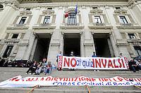 Roma, 16 Maggio 2012.MIUR, Ministero dell'istruzione, università e ricerca..Studenti e insegnanti protestano contro il test Invalisi.