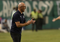 PALMIRA - COLOMBIA, 06-03-2020: Alfredo Arias técnico del Cali gesticula durante partido entre Deportivo Cali y Deportivo Pereira por la fecha 8 de la Liga BetPlay DIMAYOR I 2020 jugado en el estadio Deportivo Cali de la ciudad de Palmira. / Alfredo Arias coach of Cali gestures during match between Deportivo Cali and Deportivo Pereira for the date 8 as part of BetPlay DIMAYOR League I 2020 played at Deportivo Cali stadium in Palmira city . Photo: VizzorImage / Gabriel Aponte / Staff