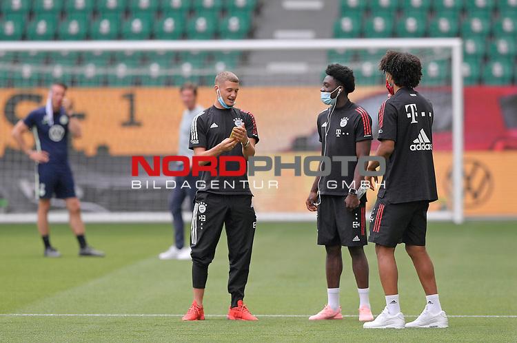 27.06.2020, Fussball: nph00001 1. Bundesliga 2019/2020, 34. Spieltag, VfL Wolfsburg - FC Bayern Muenchen, in der Volkswagen-Arena Wolfsburg. (L-R) Michael Cuisance (Bayern MŸnchen), Alphonso Davies (Bayern MŸnchen) und Joshua Zirkzee (Bayern MŸnchen)<br /><br />Foto: Bernd Feil/M.i.S./ /Pool/nordphoto<br /><br />Nur fŸr journalistische Zwecke! Only for editorial use! <br /><br />GemŠ§ den Vorgaben der DFL Deutsche Fussball: nph00001 Liga ist es untersagt, in dem Stadion und/oder vom Spiel angefertigte Fotoaufnahmen in Form von Sequenzbildern und/oder videoŠhnlichen Fotostrecken zu verwerten bzw. verwerten zu lassen. DFL regulations prohibit any use of photographs as image sequences and/or quasi-video.    <br /><br />National and international NewsAgencies OUT.