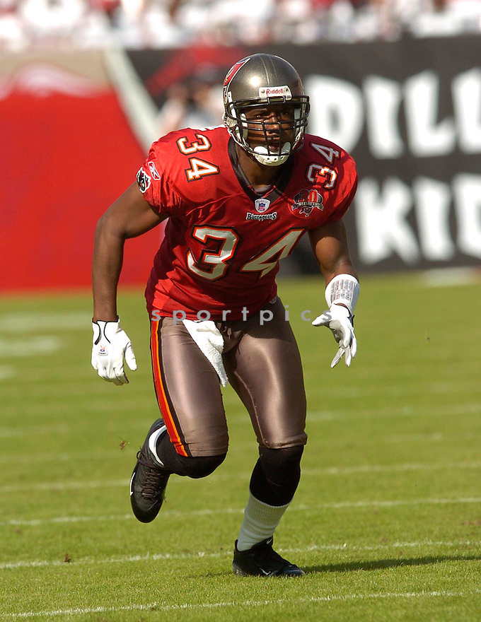Dexter Jackson, of the  Tampa Bay Buccaneers, in action during their game against the Chicago Bears on November 27, 2005.  .Chris Bernachhi / SportPics..Bears win 13-10
