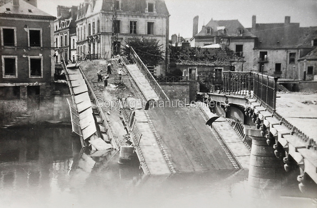 Photograph of the Grand-Rue bridge at Sable-sur-Sarthe, Pays de la Loire, France, destroyed in a bombing raid on 7th August 1944 by the German Luftwaffe, during the Second World War. The bridge was bombed in order to slow down the advance of the Allies into the town. Collection G Cherrier. Picture by Manuel Cohen / Further clearances required