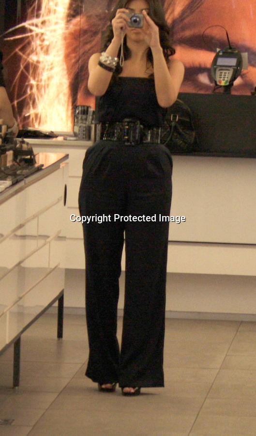 10-9-08.kim kardashian shopping at the mac store in Los Angeles ca ..www.abilityfilms.com.805-427-3519.AbilityFilms@yahoo.com