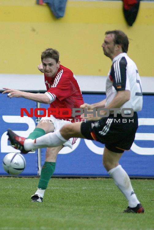 Fussball Laenderspiel EM-Vorbereitung<br /> <br /> Deutschland vs. Ungarn <br /> <br /> Chance fuer Ungarn durch Peter Stark, rechts Jens Nowotny<br /> <br /> Foto &copy; nordphoto/Guenter Schroeder  *** Local Caption *** Foto ist honorarpflichtig! zzgl. gesetzl. MwSt<br /> <br /> Belegexemplar erforderlich<br /> <br /> Adresse: nordphoto<br /> <br /> Georg-Reinke-Strasse 1<br /> <br /> 49377 Vechta