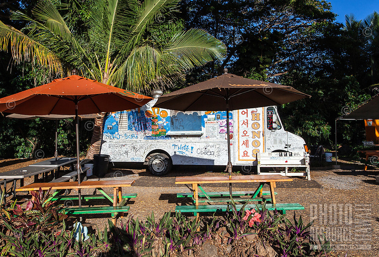 Honos shrimp truck with benches and umbrellas in Haleiwa, O'ahu.