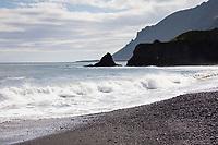 Am schwarzen Strand in der Nähe von Laekjavik, Lækjavik im Osten von Island, Laekjavik Coast