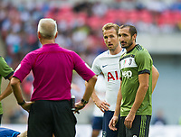 Juventus Giorgio Chellini and Tottenham's Harry Kane during the pre season friendly match between Tottenham Hotspur and Juventus at White Hart Lane, London, England on 5 August 2017. Photo by Andrew Aleksiejczuk / PRiME Media Images.