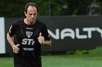 SÃO PAULO, SP,21 DE OUTUBRO DE 2013 - TREINO SAO PAULO - O goleiro Rogerio Ceni, durante treino do São Paulo, no CT da Barra Funda, região oeste da capital, na tarde desta segunda feira, 21. FOTO: ALEXANDRE MOREIRA / BRAZIL PHOTO PRESS