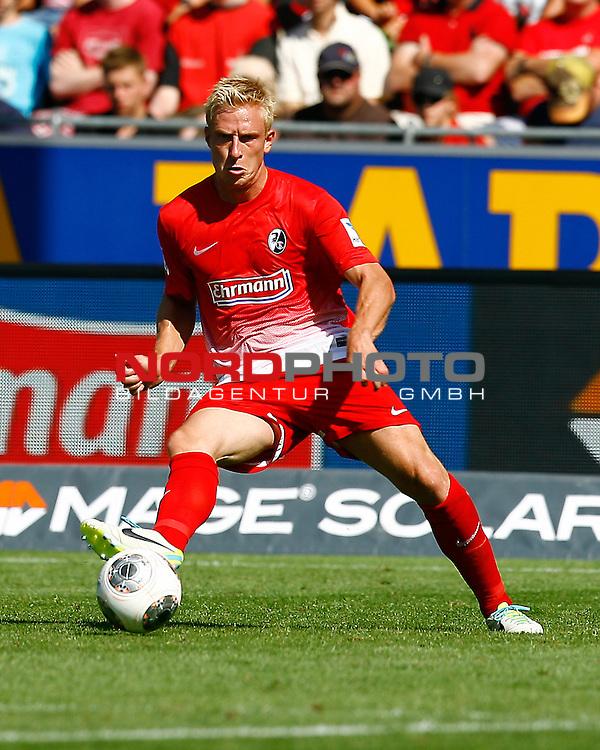 17.08.2013, MAGE SOLAR Stadion, Freiburg, GER, 1.FBL, SC Freiburg vs. 1. FSV Mainz 05, Mike HANKE, SCF am Ball<br /> <br /> Foto &copy; nph / H. Koerkel