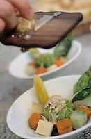Europe/France/75/ Paris: Râpe à truffe et Légumes du moment dans un bouillon court Recette de Jean Pierre Vigato restaurant Apicius 20 rue d'Artois