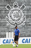 SAO PAULO, SP, 12.03.2014 - TREINO SC CORINTHIANS - Mano Menezes, técnico do SC Corinthians, durante treino no CT Dr Joaquim Grava, zona leste da capital paulista, na manhã desta quarta-feira, 12.  (Foto: Geovani Velasquez / Brazil Photo Press).