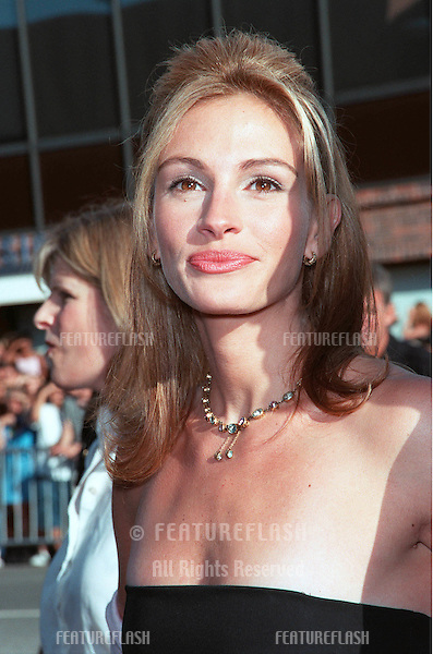 "25JUL99: Actress JULIA ROBERTS at the Los Angeles premiere of her new movie ""Runaway Bride"" in which she stars with Richard Gere.  .(Note she has now shaved her armpits!) .    .© Paul Smith / Featureflash"