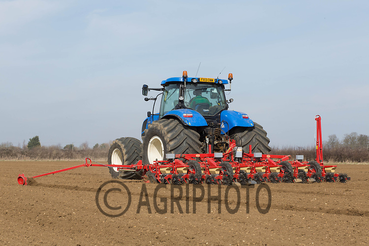 Drilling sugar beet in Lincolnshire<br /> Picture Tim Scrivener 07850 303986