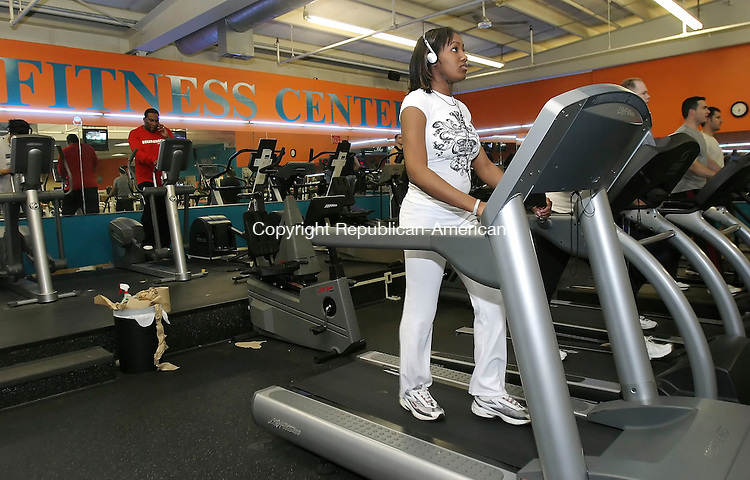 WATERBURY, CT,  03 JANUARY 2006, 010307BZ03- Renee Bennett, 19, of Waterbury, works out at Dolphin Fitness Center in Waterbury Wednesday night.  Bennett said she joined January 2, because she wanted to get in shape and stay healthy.<br /> Jamison C. Bazinet Republican-American