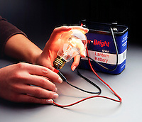 COMPLETING A SIMPLE CIRCUIT<br />
