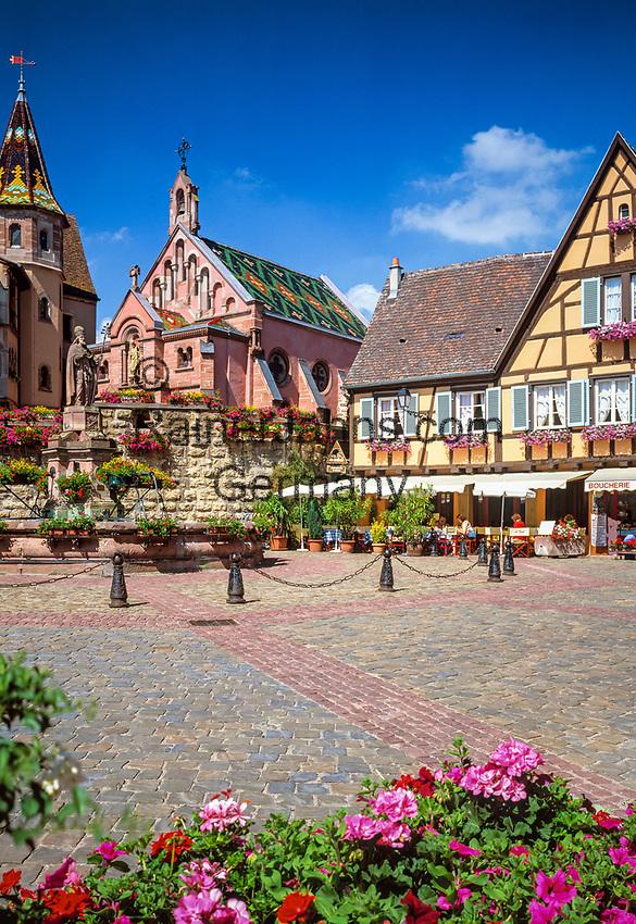 France, Alsace, Haut-Rhin, Éguisheim, Place du Chateau St. Léon and Pope Leo IX Fountain | Frankreich, Elsass, Haut-Rhin, Éguisheim, Place du Chateau St. Léon und Papst Leo IX Brunnen