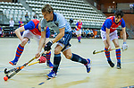 Almere - Zaalhockey  Laren-SCHC (heren)   .  Robbert van de Peppel  (Laren) met Leon van Barneveld (SCHC) .  TopsportCentrum Almere.    COPYRIGHT KOEN SUYK